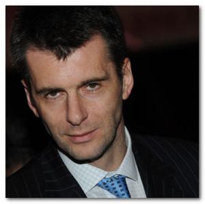 Михаил Прохоров в пиджаке и галстуке
