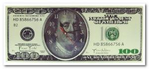 часы в виде 100 долларов