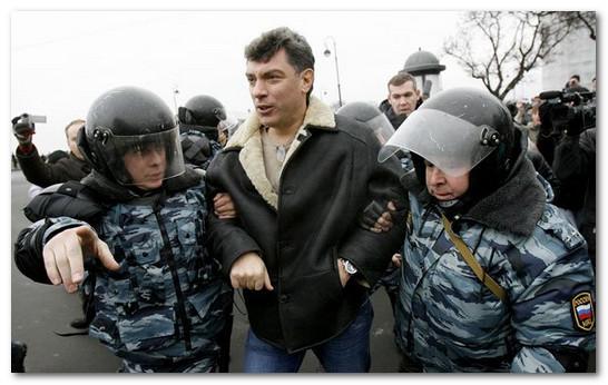 Бориса Немцова арестовывают