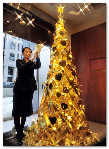 золотая елка в полный рост