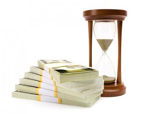 песочные часы и доллары