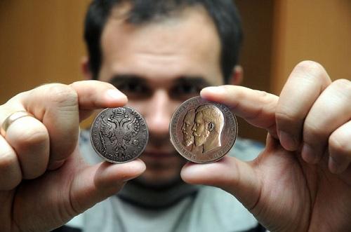 старинная золотая монета