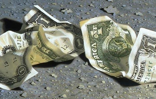 нашел бумажные деньги