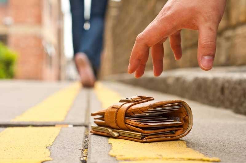 найти деньги на улице