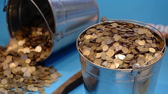 ведро с монетами
