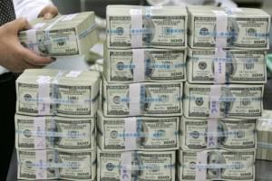 большая пачка долларов