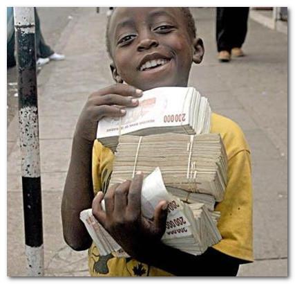 пачка зимбабвийских денег