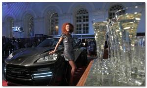 женщина и дорогая элитная машина
