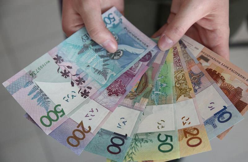 банкноты в руках