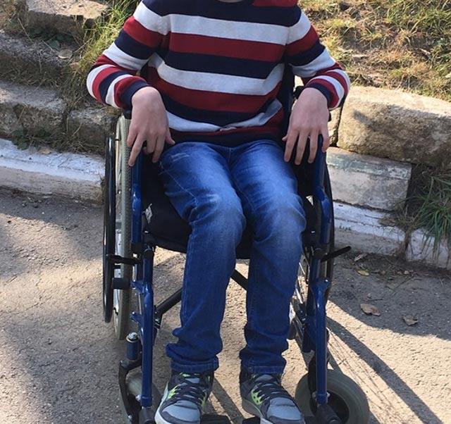 мальчик в коляске