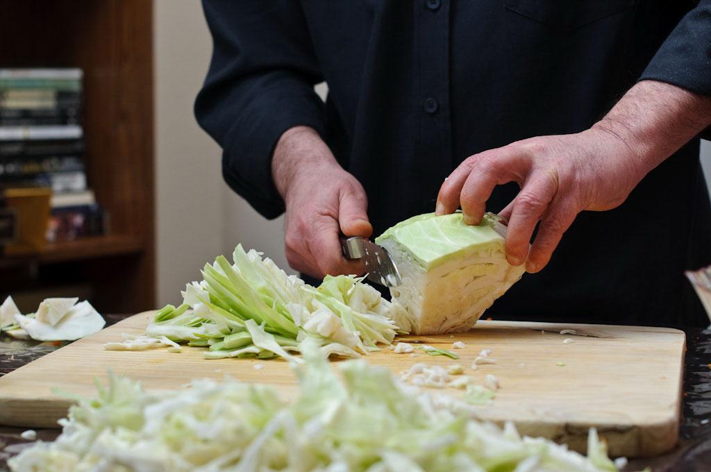 Резать капусту